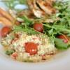 Salată de cuș cuș cu pui la grătar și dressing de lămâie